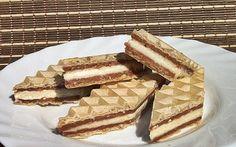 Retete Culinare - Napolitane cu crema de biscuiti si ciocolata de casa