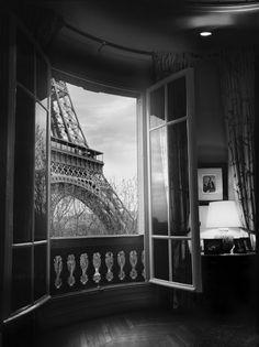 Eiffel tower bedroom view