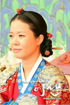 Yi San (Hangul: 이산; hanja: 李祘), also known as Lee San: The Wind of the Palace, is a 2007 South Korean historical drama, starring Lee Seo-jin and Han Ji-min. It aired onMBC from September 17, 2007 to June 16, 2008 on Mondays and Tuesdays 정순왕후 김여진