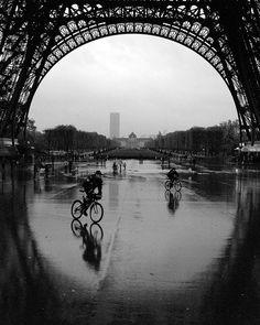 I want to bike Paris in the rain