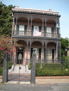 Fine Detailing Can Be Viewed In Garden District Homes Near The Avenue Inn Bed And Breakfast