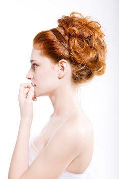Recogido Natural. Ideal para peinado de novia o para una ocasión especial.   En nuestro Salón somos especialistas en Novias, realizamos todos los tipos de recogidos, sofisticados, naturales, clasicos, adaptandolos a el estilo de cada persona. Trabajamos la imagen de una forma global, teniendo en cuenta varios factores.  -El tipo de cara  -El estilo  -La forma de vestir  Para lograr en definitiva, que seas tu misma, potenciando, todo lo mejor que hay en ti.