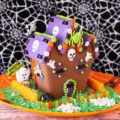 Haunted Halloween Cookie House Kit From Wilton ~ Halloween Candy Crafts, Halloween Peeps, Halloween Cookies, Holiday Cookies, Halloween Treats, Halloween Stuff, Halloween Party, Halloween Decorations, Halloween Gingerbread House