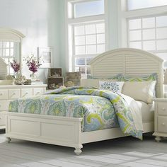 Broyhill Furniture Seabrooke Queen Panel Bed with Arched Louvered Headboard