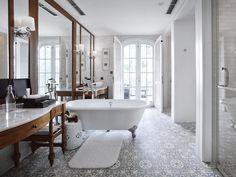 Suite Bathroom 5356 copy.jpg