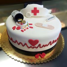 Nurse cake with nurse hat Mais