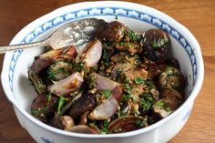 roasted mushrooms and shallots with fresh herbs / link to recipe / winter