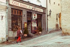 Old Hansa medieval restaurant in Tallinn. Elk and wild boar sausages washed down with foxberry juice.