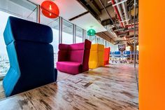 Alcove seating works for casual meetings : Semi-private with acoustics