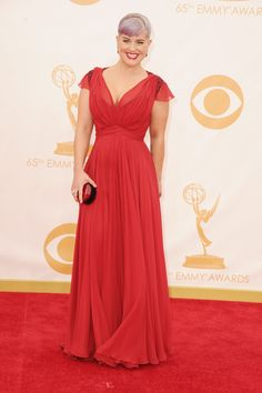 Emmy 2013 Red Carpet: Kelly Osbourne in a flowy and red Jenny Packman gown. I love the matching red clutch and short sleeves <3