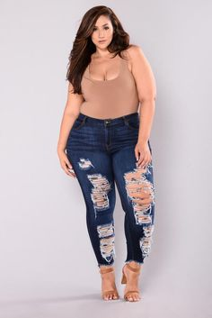 Buying plus size clothes are not easy. The biggest problem with buying clothes for women with the plus-size is either n… Plus Size Looks, Look Plus, Curvy Plus Size, Plus Size Girls, Curvy Outfits, Plus Size Outfits, Fashion Outfits, Curvy Women Fashion, Plus Size Fashion