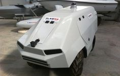 無人地上車両(İnsansız Kara Aracı)。トルコのGlobal TeknikによるUGV(無人地上車両)のデザインの一つ。この企業は危険区域で使用できるUGVのアプリケーションを研究開発してるとのこと。