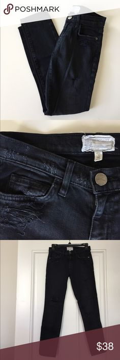 Current Elliott Distressed Skinny Jeans Distressed skinny jeans made of cotton, poly and elastase for stretch. Super flattering from the front, side and back! Current/Elliott Jeans Skinny