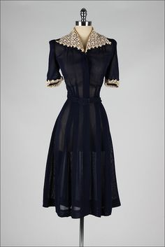 Dress Mill Street Vintage love the fabric and waistline Vintage Outfits, 1940s Outfits, Vintage Wardrobe, 1940s Dresses, Vintage Dresses, Vintage Clothing, 40s Clothing, 1940s Clothes, 1940s Fashion Dresses