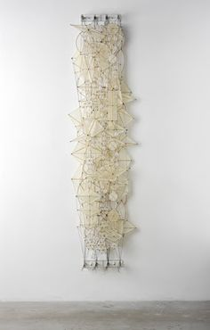 Odds and Ends - Jacob Hashimoto. Odds and Ends - 2008 Bambù, paper, nylon, acrylic, dacron and plexi Art Sculpture, Abstract Sculpture, Wall Sculptures, Paper Sculptures, Textiles, Instalation Art, Paperclay, Medium Art, Textile Art