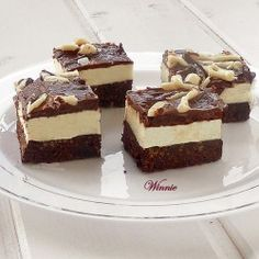 Something sweet: Snack Naniimo Nanaimo (without baking) Delicious Desserts, Dessert Recipes, Dessert Ideas, Cookie Recipes, Peanut Butter Oat Bars, Nanaimo Bars, Eggless Baking, Brownie Bar, Gluten Free Chocolate