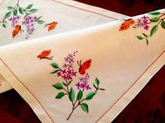 VINTAGE-HAND-EMBROIDERED-OFF-WHITE-TABLE-CENTRE-TRAY-CLOTH-LILAC-BUTTERFLIES