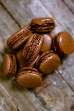Heute gibt es den letzten Teil meines Post aus meiner Küche-Pakets für Lou von Happy Serendipity und gleichzeitig die größte Herausforderung: Schokoladen-Macarons mit Schoko-Orangencreme. Dass Maca...