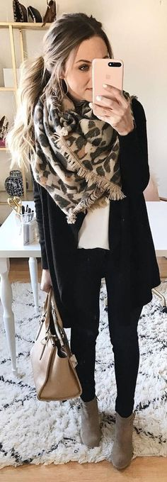 Awesome 39 Beautiful Cardigan Women Outfits Ideas for Winter. More at http://aksahinjewelry.com/2017/12/01/39-beautiful-cardigan-women-outfits-ideas-winter/ #womenclothingforfall #cardigansforwomen