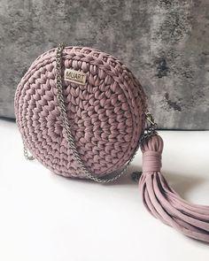 Круглая сумочка выполнена на заказ: - цвет пыльная роза; - размеры 21*7 см; - фурнитура на выбор, несколько вариантов ремешка (тонкая цепь, толстая цепь, кожаная ручка, комбинированная); - стоимость от 2500 рублей. ___________