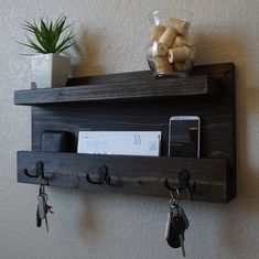 Moderne rustikale Mail Organizer w / Regal von KeoDecor auf Etsy The post Modern Rustic Mail Organizer Shelf with Magazine Rack and Key Hooks appeared first on Best Pins for Yours - Diy Home and Decorations Entryway Shelf, Rustic Entryway, Entryway Organization, Apartment Entryway, Modern Shelving, Rustic Shelves, Barn Wood, Rustic Wood, Key Hooks