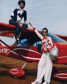 Zero jet lag: tem viagem longa marcada para os próximos dias? Donas de passaportes carimbadíssimos que mantêm o estilo até o desembarque dividem os segredos para combater o efeito jet lag. Confira as dicas para decolar voar e aterrissar linda e descansada em vogue.globo.com! (foto: @ivanerick/arquivo Vogue)#viagem #moda via VOGUE BRASIL MAGAZINE OFFICIAL INSTAGRAM - Fashion Campaigns  Haute Couture  Advertising  Editorial Photography  Magazine Cover Designs  Supermodels  Runway Models