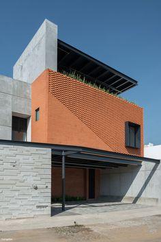 Image 2 of 25 Gallery Astorga House / Sanchez Morones Architects. Photography of Luis Felipe Reyes De La Madrid Brick Architecture, Minimalist Architecture, Residential Architecture, Architecture Details, Brick Design, Exterior Design, Home Building Design, House Design, Layouts Casa