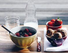 - FRIDAAAY  Granola sans sucres et sans gluten quelques fraises et framboises des noix et un peu de lait d'amande  --- Bonne vendredi Mes Petits Béguins! by lebeguinparis instagramers I like
