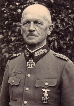 General der Artillerie Theodor Endres (25 September 1876 - 18 January 1956), commander 212. Infanterie Division. Knight's Cross on 13 July 1940 as Generalleutnant zur Verfüging and commander 212. Infanterie Division. Theodor Endres retired from active service on 31 January 1943.