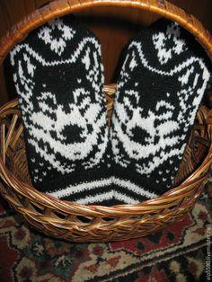 Купить Варежки мужские Волк - варежки, варежки ручной работы, варежки вязаные, варежки из шерсти Knit Mittens, Knitted Gloves, Knitting Socks, Wrist Warmers, Hand Warmers, Crochet Cross, Knit Crochet, Fair Isle Knitting, Knitting Patterns