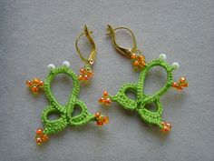 Tatted tropical green frog earrings, original design, lace jewelry, tatting earrings, lightweight, whimsical
