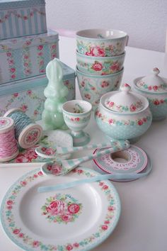 Vintage party. A tea set for my baby girlies. Once I have babies ;)