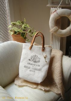 1:12th scale Tote bag with tiny keyring - by Yuri Munakata