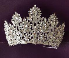 ************Bridal Crystal Tiara************ Bridal Tiara, Silver Tiara, Crystal Bridal Crown, Wedding Tiara, Wedding Hair Accessory, Wedding Headpiece, Bridal Hairpiece, Swarovski Crystals, Beautiful sparkling crown with gold-clad Swarovski crystals. Im sure you will get a lot of praise. A Bridal Crown, Bridal Tiara, Bridal Hairpiece, Wedding Dresses With Flowers, Wedding Dresses With Straps, Shoulder Jewelry, Silver Tiara, Wedding Gloves, Crystal Wedding