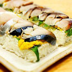 ありがとうございます(*^^*)菊の香りと食感がとてもよく合います♪ - 42件のもぐもぐ - 鯖と菊の花のお寿司。大葉とすし飯に入れた生姜で香り豊かに♪ by east0607