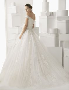 139 CARMINA | Wedding Dresses | 2014 Rosa Clara Collection | Rosa Clara | Shown Belt with Flower at waist (back)