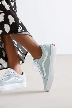 4 All Time Best Unique Ideas: Urban Fashion Editorial Street Style urban fashion trends wardrobes. Sneakers Vans, Tenis Vans, Sneakers Mode, Black Vans, Black High Heels, Cute Shoes, Me Too Shoes, Women's Shoes, Vans Shoes Outfit