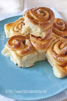 Torta di rose con confettura di albicocche, granella di nocciole e uvetta -@trattoriadamartina.com