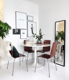 Ikea & # Docksta & # tulipe table - Before After DIY Home Design Living Room, Room Interior Design, Modern Interior, Living Room Decor, Minimalist Dining Room, Minimalist Home Decor, Minimalist Living, Mesa Tulip, Rooms Ideas