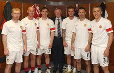 Paul Scholes, Nicky Butt, Gary Neville, Sir Alex Ferguson, David Beckham, Ryan Giggs  Phil Neville (Manchester United). Class of '92. Fergie's Fledglings.