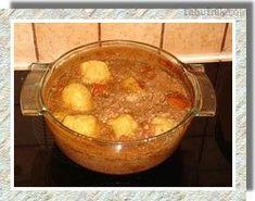 Hovězí s knedlíčky v pomalém hrnci Cheeseburger Chowder, Fondue, Crockpot, Slow Cooker, Soup, Cooking, Ethnic Recipes, Kitchen, Healthy Slow Cooker
