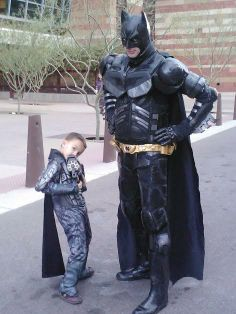 Dark Knight of AZ and General Zod outside Comicon for a pic.......