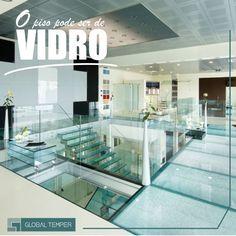 Alguns tipos de vidros também são encontrados como pisos, devido a ampla resistência que ganham com os atuais processos de produção. Pisos de vidro adicionam um toque significativo de sofisticação a qualquer decoração, tornando-se o diferencial do ambiente.