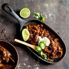 Baked Chilli con Carne - or just 'Chilli' Slow Cooker Chilli, Healthy Fats, Healthy Recipes, Banting Recipes, Savarin, Mexican Food Recipes, Ethnic Recipes, Main Meals, Soups And Stews