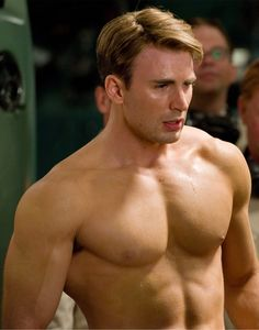 Picture: Chris Evans shirtless and Hayley Atwell in 'Captain America: The First Avenger.' Pic is in a photo gallery for Chris Evans featuring 81 pictures. Chris Evans Captain America, Film Captain America, Captain America Workout, Capitan America Chris Evans, America Movie, America Girl, Captain America Wallpaper, Ryan Gosling, Steve Rogers