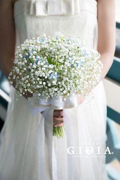かすみ草とブルースターのブーケ。純粋で涼し気な印象に+*.。 Simple Wedding Bouquets, Wedding Day Dresses, Rustic Wedding Dresses, Flower Bouquet Wedding, Bridesmaid Bouquet, Blue Flower Arrangements, Barn Wedding Decorations, Beautiful Bouquet Of Flowers, Bridal Flowers