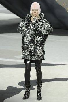 Chanel RTW Fall 2013 - Slideshow Wouldn't this be a cool decoration for a cake layer?!
