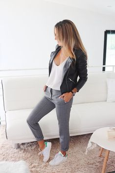 Style vestimentaire femme blanc 56 ideas for 2019 Look Fashion, Trendy Fashion, Fashion Trends, Fashion 2018, Plaid Outfits, Casual Outfits, Gray Jeans Outfit, Mode Outfits, Fashion Outfits