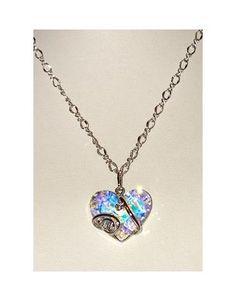 Bello colgante en forma de corazón en cristal Swarosky tallado. En kunsento.com
