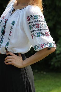 Ie Romaneasca - Chic Roumaine Folk Costume, Costumes, Cross Stitch Flowers, Kimono Top, The Incredibles, Chic, Outfits, Tops, Women